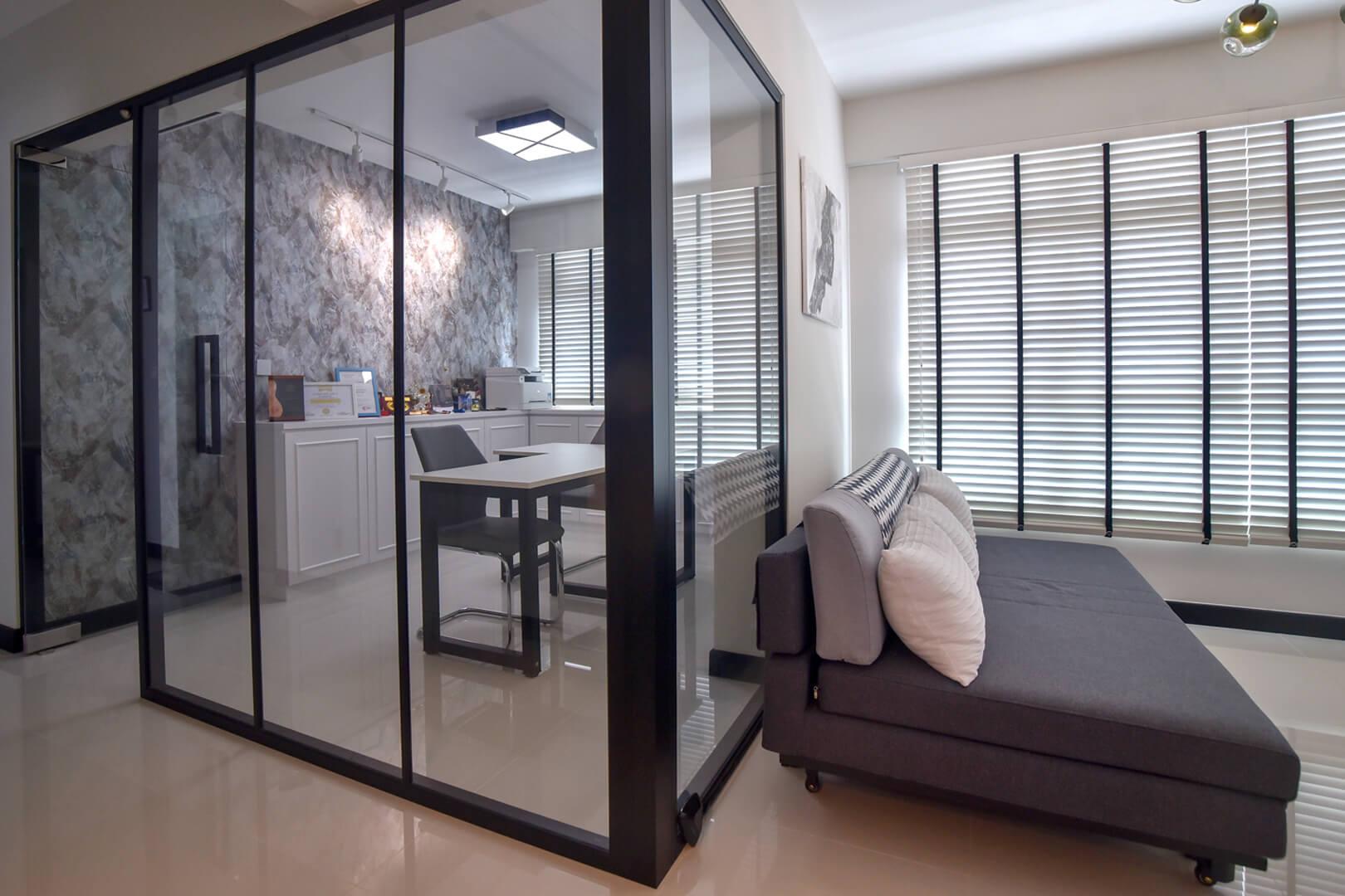 White Monochrome Interior Design Living Room Sideway