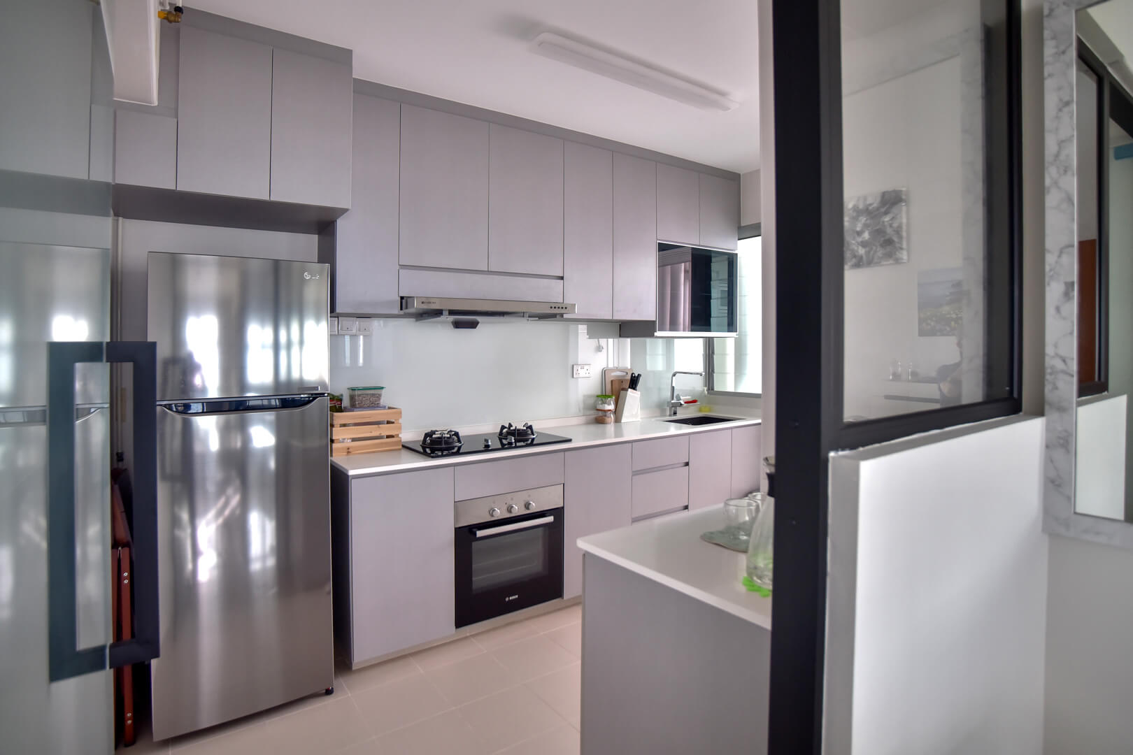 white-monochrome-interior-design-kitchen-side