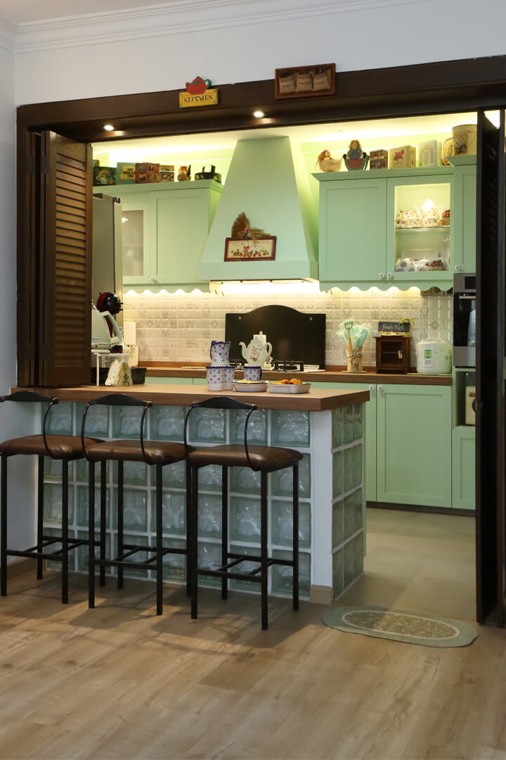 Country Chic Ambiance Interior Design Bar Table View