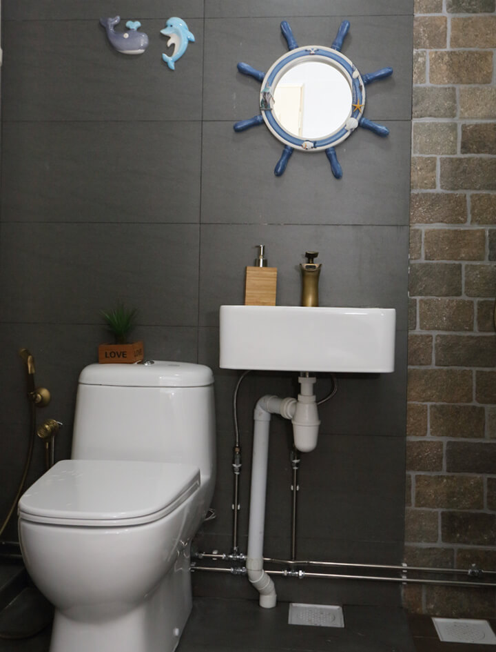 country-chic-ambiance-interior-design-room-bedroom-1-washroom-dark-interior